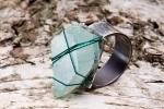ring met steen en touw